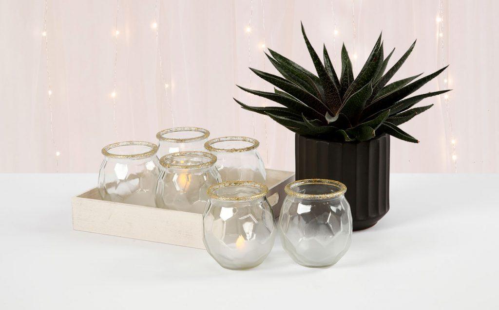 Bryllupspynt: Frostede lysglas med gullkant