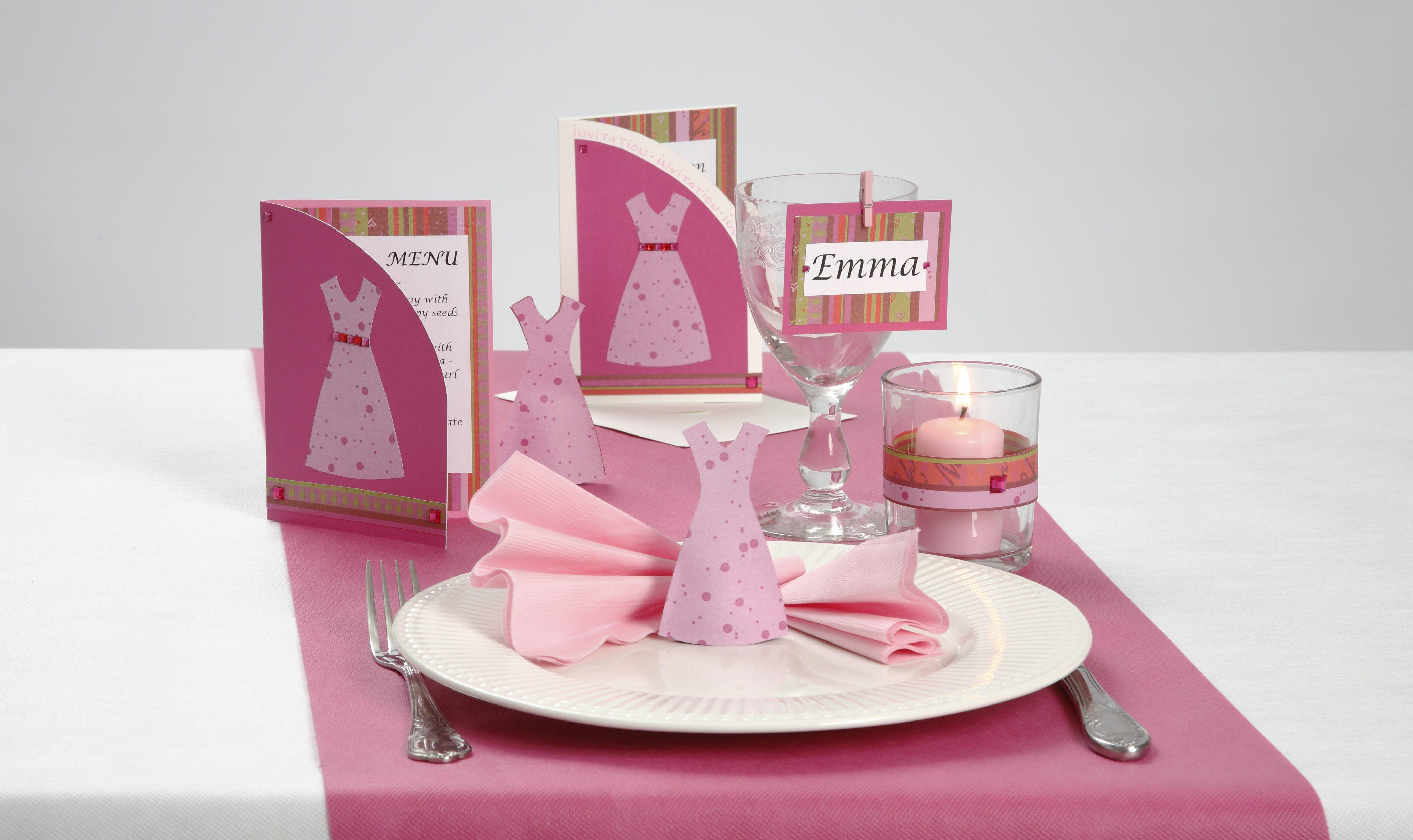 Konfirmasjon: Innbydelse og bordpynt med kjoler i pink