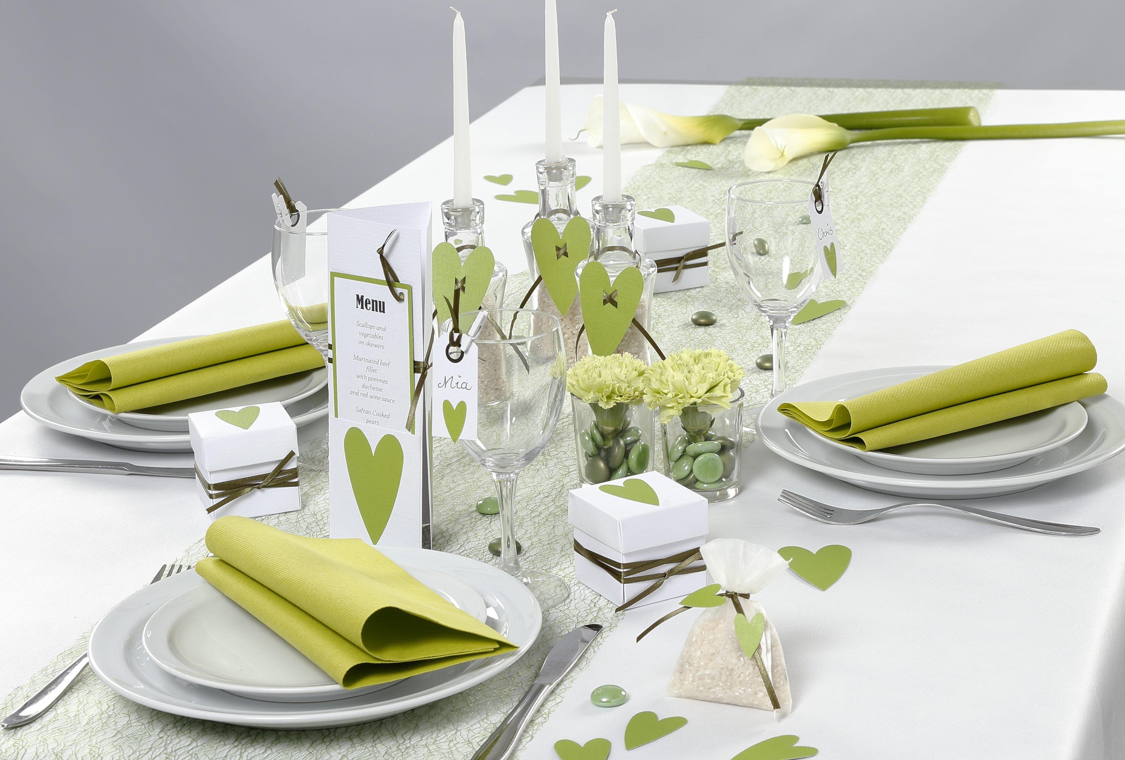 Konfirmasjon: Borddekning og pynt i hvit og grønn med hjerter
