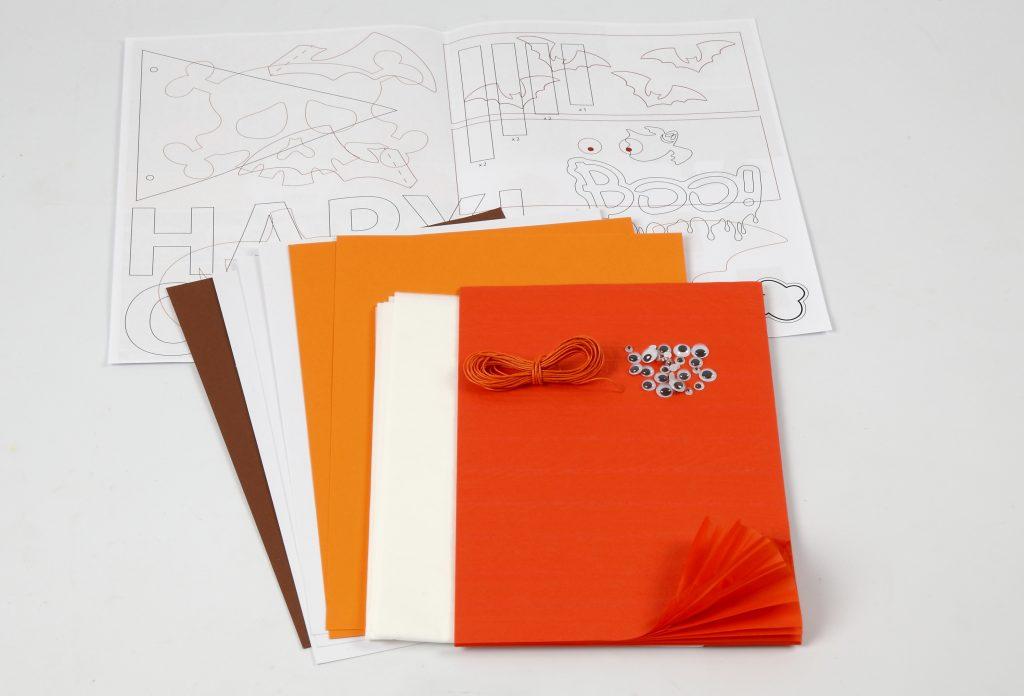 Kreativ halloween lag selv pynt med papirklipp med klippepakke