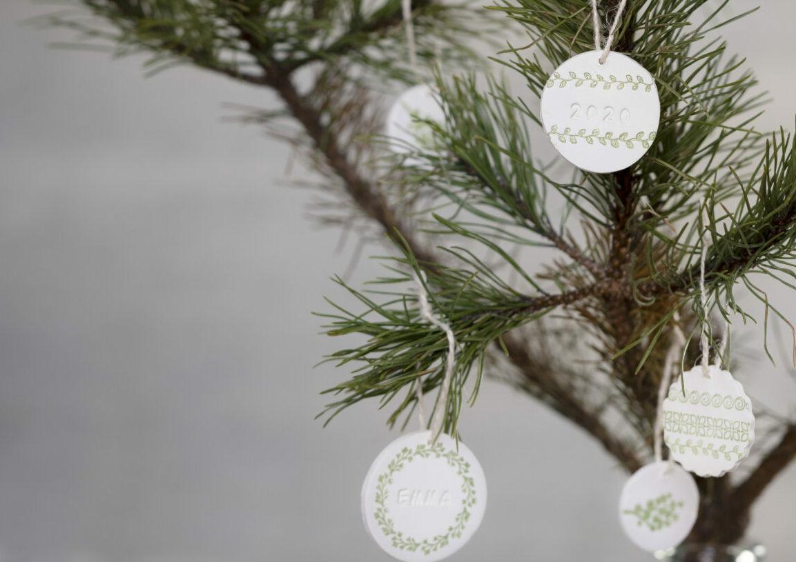 lag selv julepynt med selvherdende leire - oppheng med stempeltrykk