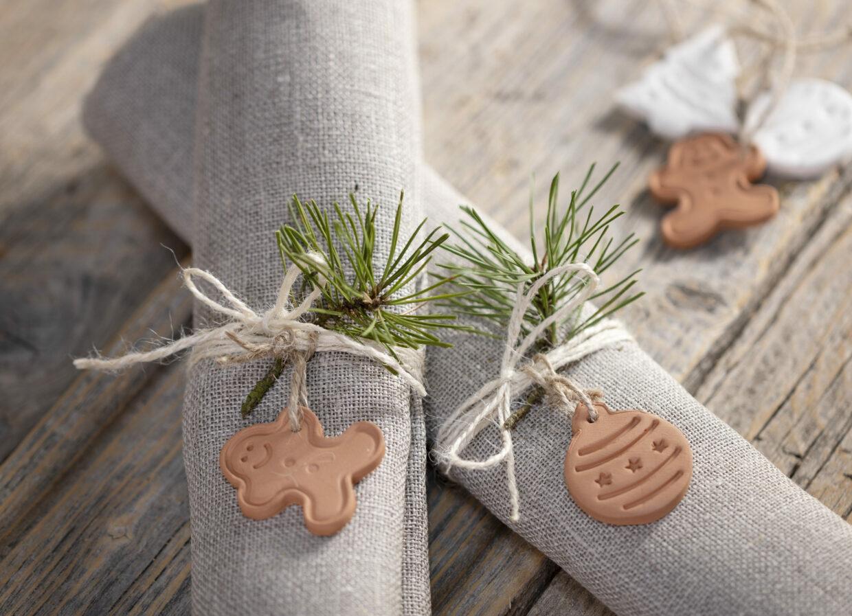 lav selv julepynt med selvhærdende ler - pynt til servietter