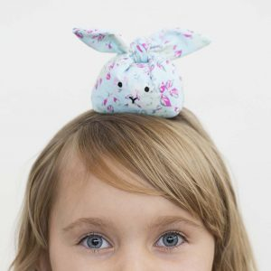Påske: sydde kaniner med plasthaggel